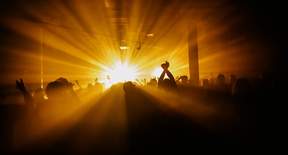 Dutch nightclubs to remain closed until November, government announces
